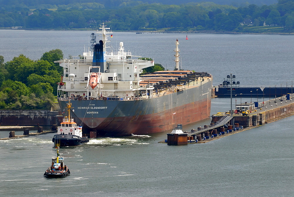 Bulk cargo ship, bulk carrier or bulk freighter at the entrance to the Holtenau Canal, Nord-Ostsee-Kanal, Kiel Canal, Kiel, Schleswig-Holstein, Germany, Europe