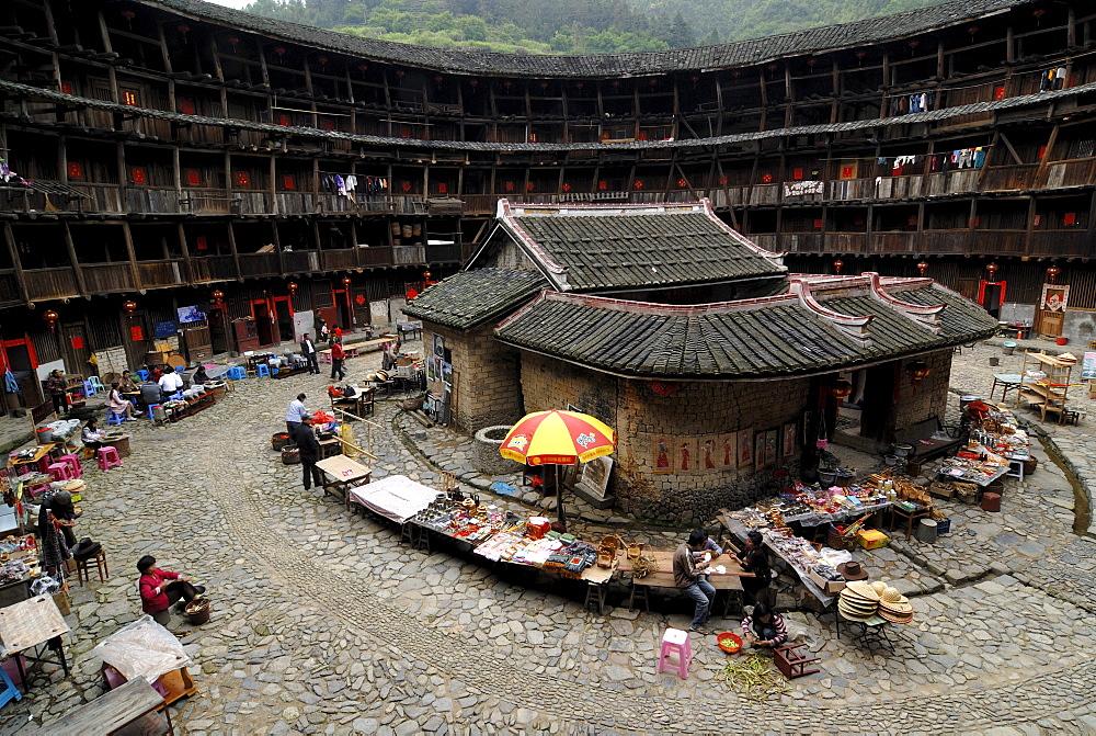 Roundhouse, Chinese: Tulou, with ancestral temple, adobe round house of the Hakka minority, Ta Xia de Yuan Building, Hukeng, Fujian, China, Asia