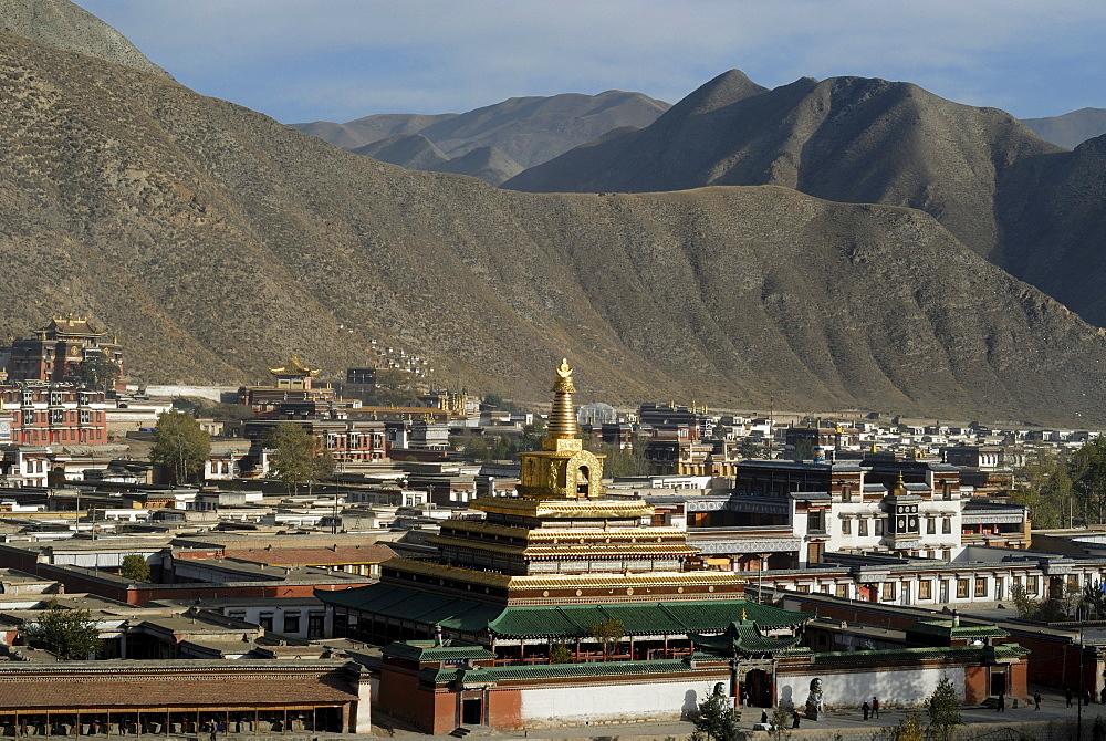 Great golden stupa and Tibetan Labrang monastery, Xiahe, Gansu, China, Asia