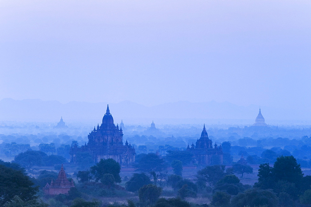 Morning mood over the pagoda field, temple, Zedi, Old Bagan, Pagan, Burma, Myanmar, Asia