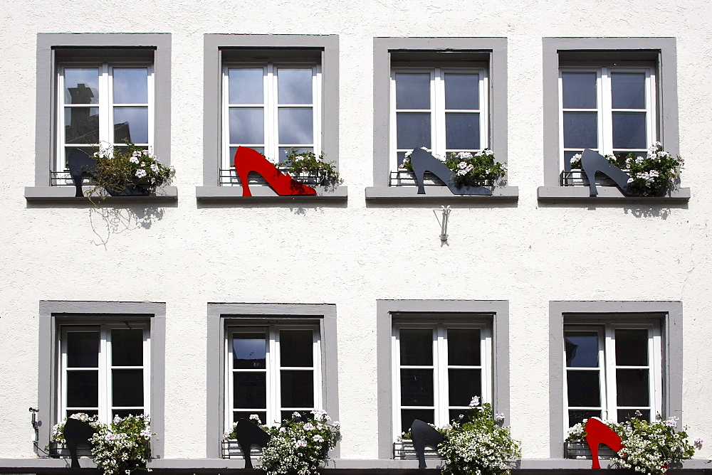 Window facade of a shoe shop, Kaiserstrasse in Waldshut, Baden-Wuerttemberg, Germany, Europe