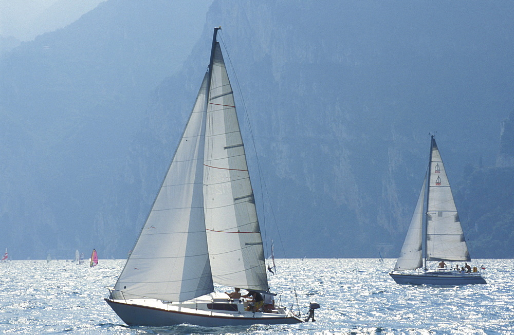 Sailboats near Torbole, sailing, sailing yacht, Lake Garda, Italy, Europe