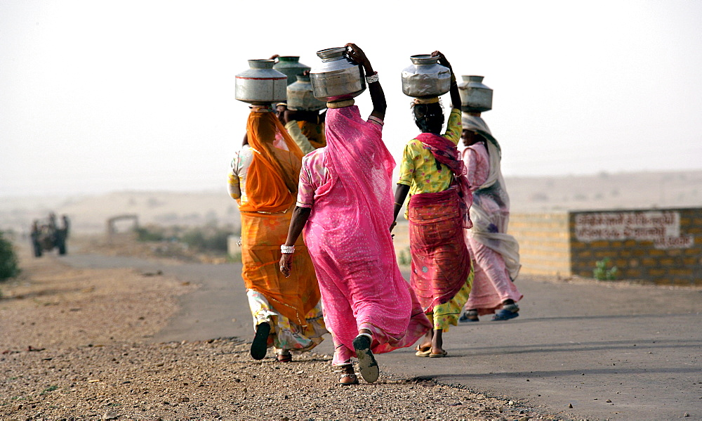 Indian women fetching water in the desert about 50 km away from Jaisalmer, Rajasthan, India