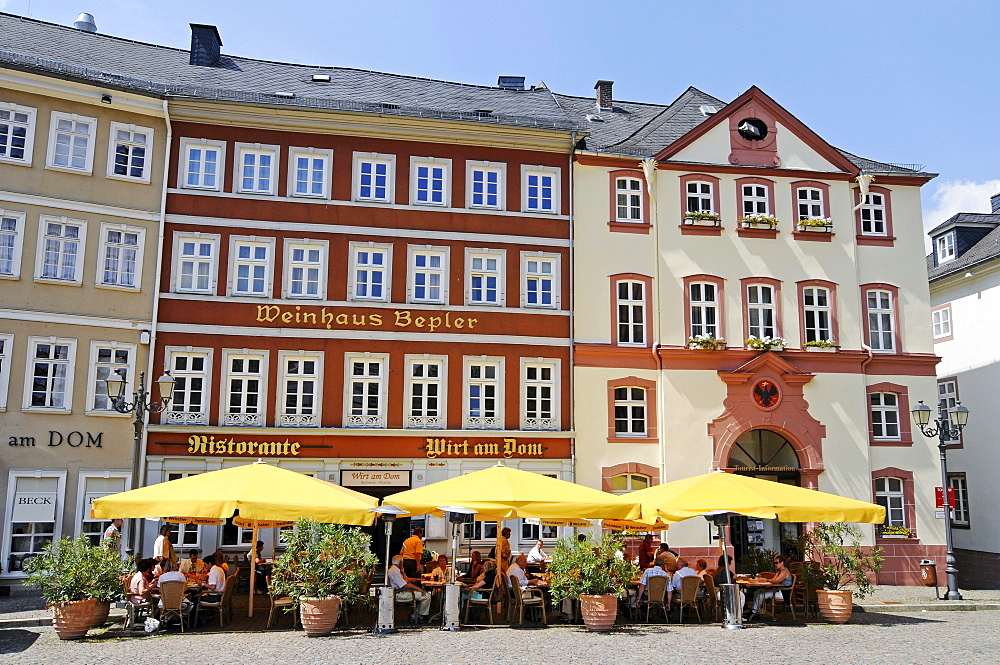 Street cafe, restaurant, Domplatz cathedral square, tourist information, Wetzlar, Hesse, Germany, Europe