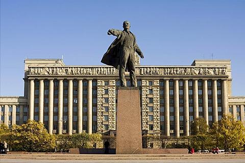 Monument to Vladimir Lenin by Mikhail Anikushin at Moskovskaya square, St. Petersburg, Russia