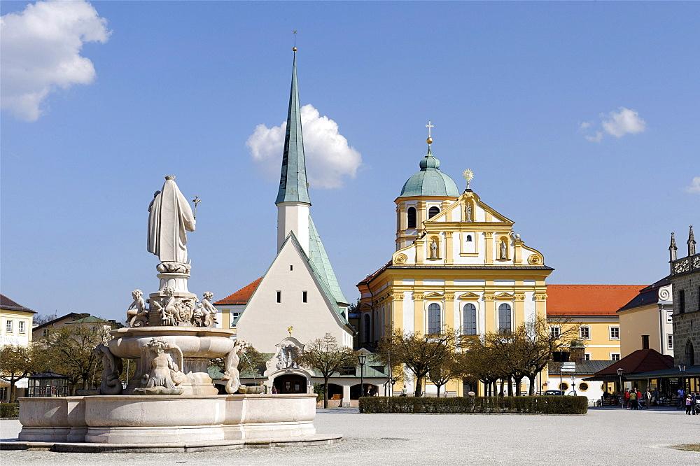 Marienbrunnen Saint Mary's well and Heilige Kapelle Holy chapel with the Jesuit church Saint Magdalena, Kapellplatz chapel square, Altoetting, Upper Bavaria, Germany, Europe
