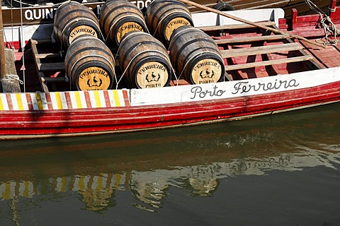 Port wine barrells, transport ship, Villa Nova de Gaia, Porto, North Portugal, Portugal, Europe