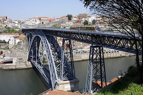 Ponte de D. Luis I. bridge over the Douro river, Porto, North Portugal, Europe