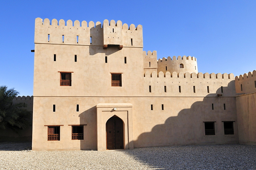 Historic adobe fortification Ibri Fort or Castle, Hajar al Gharbi Mountains, Al Dhahirah Region, Sultanate of Oman, Arabia, Middle East