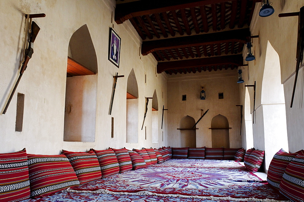 Traditional Arabian sittingroom, historic adobe fortification Jaalan Bani Bu Hasan Fort or Castle, Sharqiya Region, Sultanate of Oman, Arabia, Middle East