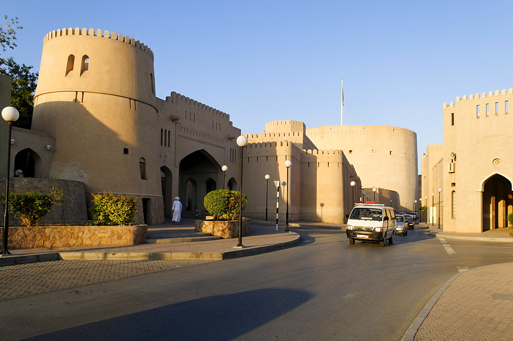 Nizwa Fort or Castle and Souk, Hajar al Gharbi Mountains, Dhakiliya Region, Sultanate of Oman, Arabia, Middle East