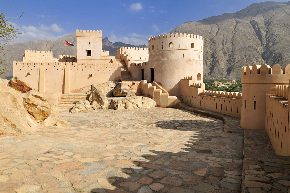 Historic adobe fortification Nakhal, Nakhl Fort or Castle, Hajar al Gharbi Mountains, Batinah Region, Sultanate of Oman, Arabia, Middle East