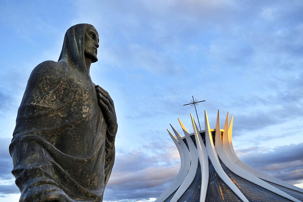 Statue of the Evangelist Luke in front of the cathedral Catedral da Nossa Senhora Aparecida, architect Oscar Niemeyer, Brasilia, Distrito Federal state, Brazil, South America