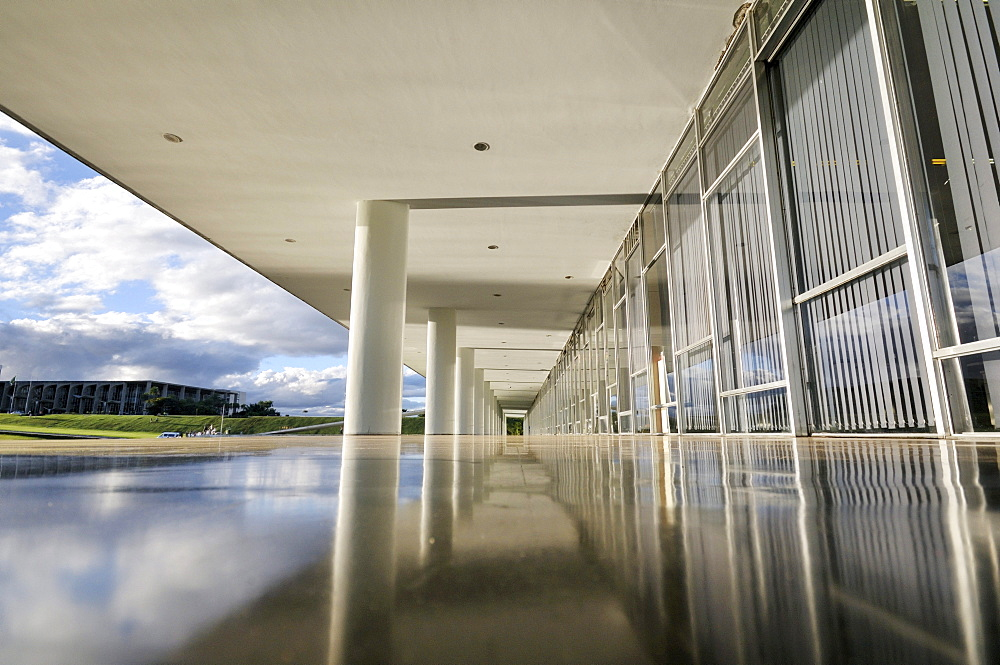 Arcade in the Congresso Nacional Congress building, architect Oscar Niemeyer, Brasilia, Distrito Federal state, Brazil, South America