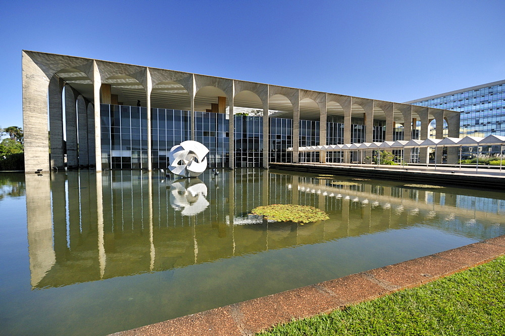 Itamaraty Palace, the Ministry of Foreign Affairs, designed by the architect Oscar Niemeyer, Brasilia, Distrito Federal, Brazil, South America