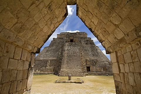Uxmal, UNESCO World Heritage Site, Adivino pyramid or Pyramid of the Magician, Yucatan, Mexico