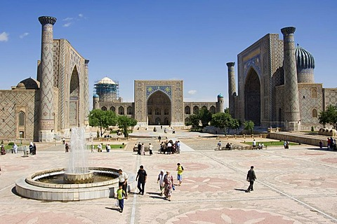 Registan with the medressa Ulugh Beg, Tilla Kari and Sher dar, Samarkand, UNESCO World Heritage Site, Uzbekistan