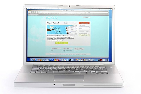TWITTER.de, web-based social network, news service and micro-blogging service portal on Apple MacBook Pro