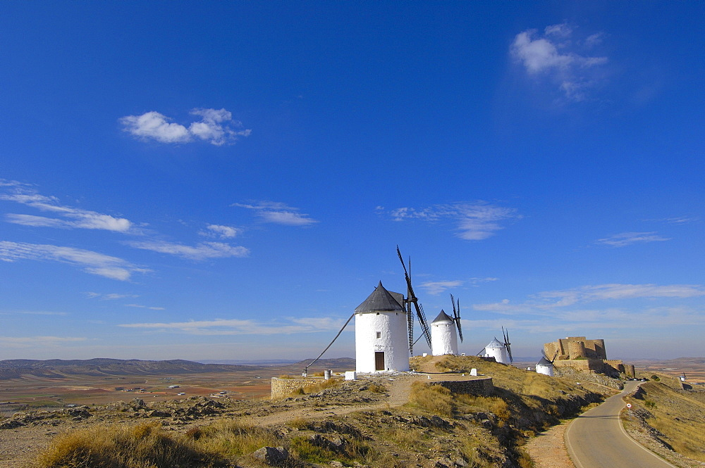 Windmills and Caballeros de San Juan de Jerusalen Castle, 12th century, Consuegra, province of Toledo, Route of Don Quixote, Castilla-La Mancha, Spain, Europe