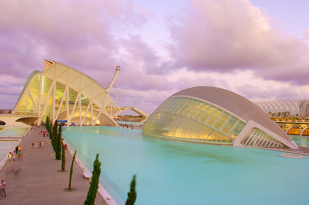 L'Hemisferic and Principe Felipe museum of sciences at dusk, by S. Calatrava, City of Arts and Sciences, Comunidad Valenciana, Valencia, Spain, Europe