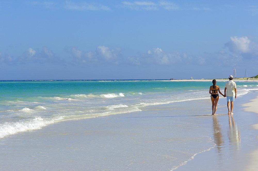 Couple at Maroma beach, Caribe, Quintana Roo state, Mayan Riviera, Yucatan Peninsula, Mexico