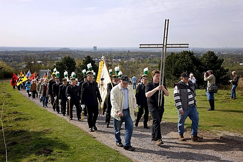 Way of the Cross procession on Good Friday with mining motifs on the Haniel slag heap, at the Prosper-Haniel mine, Bottrop, Ruhr area, North Rhine-Westphalia, Germany, Europe