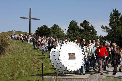 Way of the Cross procession on Good Friday with mining motifs on the Haniel slag heap, Prosper-Haniel mine, Bottrop, Ruhr Area, North Rhine-Westphalia, Germany, Europe
