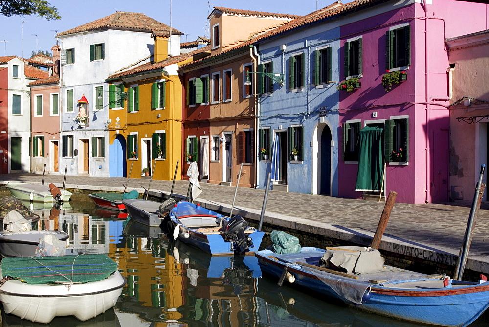 Brightly painted houses on Burano island in the Venice lagoon, Venice, Veneto, Italy, Europe