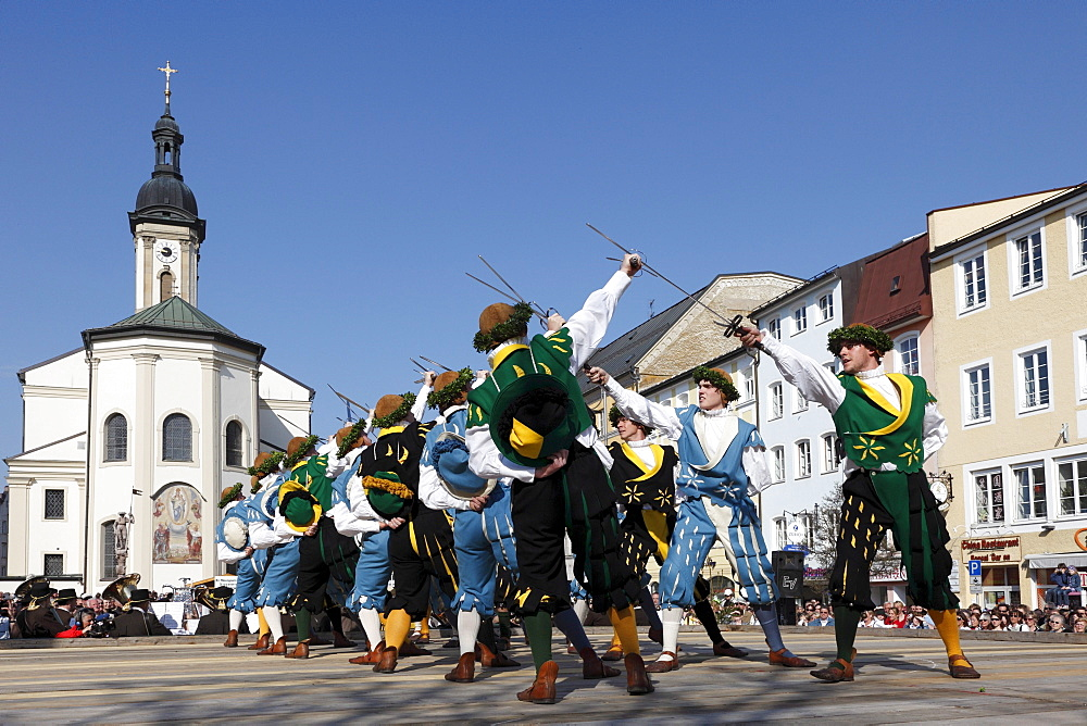 Historic sword dance, Georgiritt, George's Ride, Easter Monday procession, town square with parish church in Traunstein, Chiemgau, Upper Bavaria, Bavaria, Germany, Europe - 832-228429