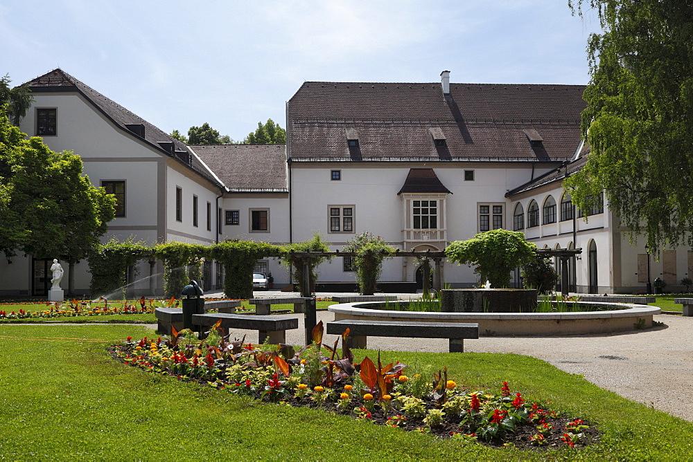Castle garden and Burg Wels palace, Upper Austria, Austria, Europe