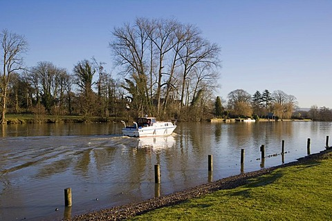 River Thames downstream of Henley-on-Thames, Oxfordshire, England, United Kingdom