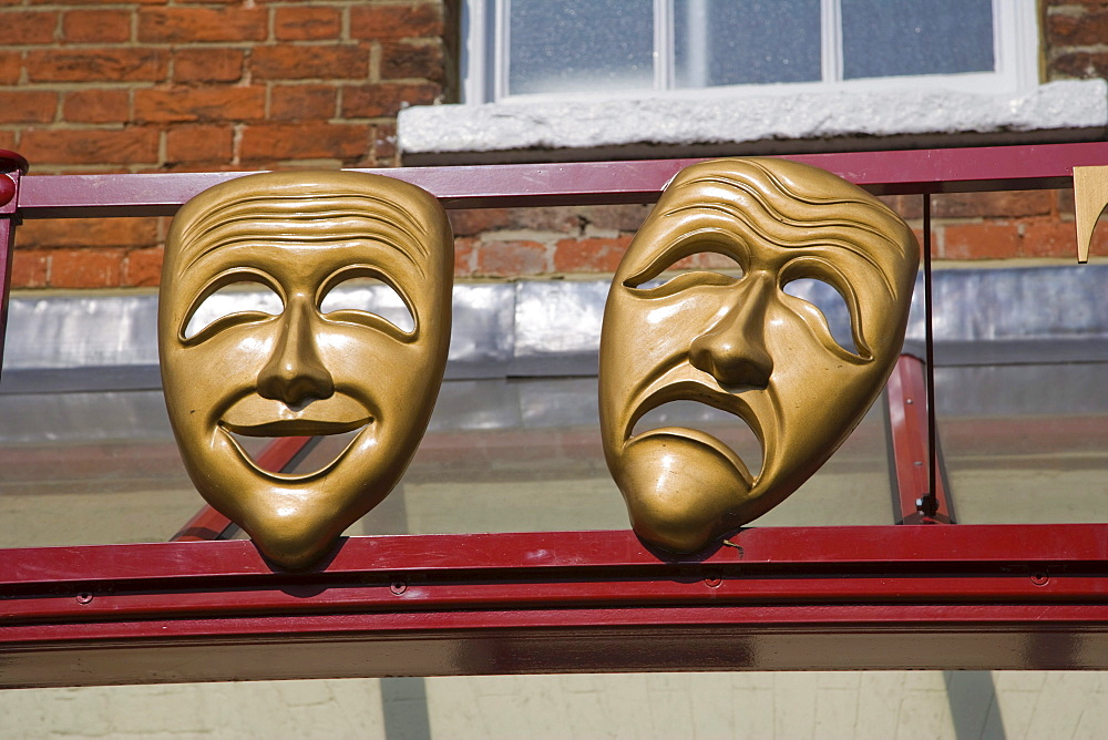 Masks of Comedy and Tragedy muses on the facade of Kenton Theatre on New Street, Henley-on-Thames, Oxfordshire, England, United Kingdom, Europe