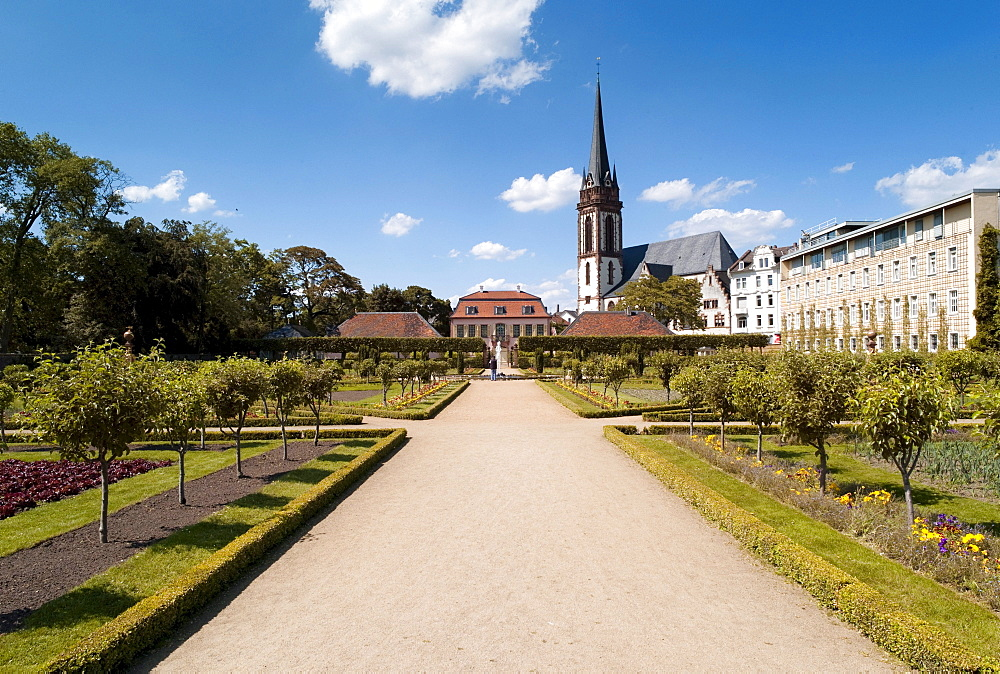Prinz-Georg-Garten garden, in the back the St. Elizabeth church, Darmstadt, Hesse, Germany, Europe