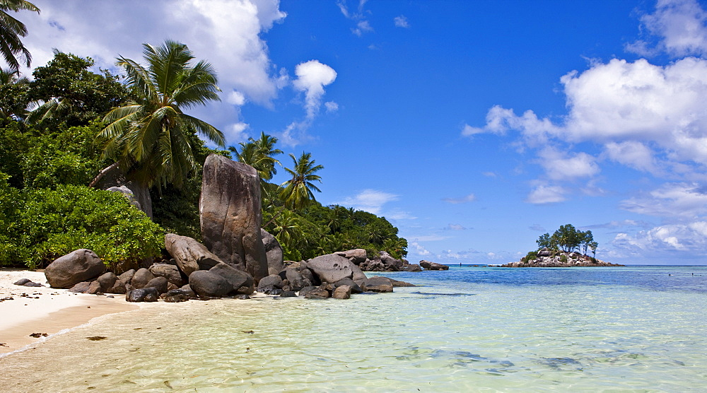 Beach with the typical granite rocks of the Seychelles at Anse Royale, Mahe Island, Seychelles, Indian Ocean, Africa