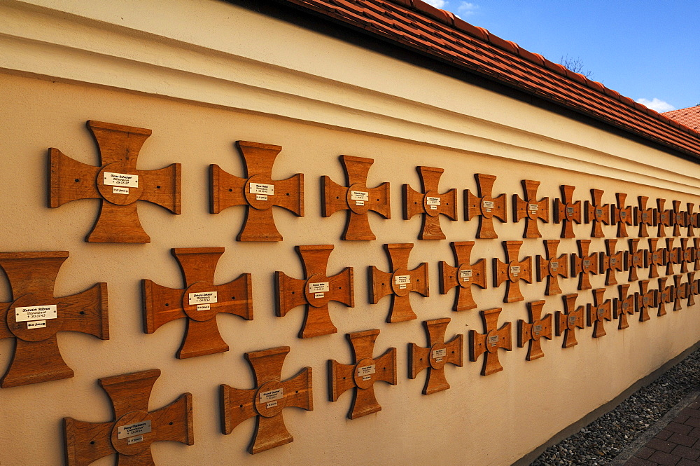 Memorial crosses of fallen soldiers in the Second World War on a wall, Buehl, Upper Franconia, Bavaria, Germany, Europe