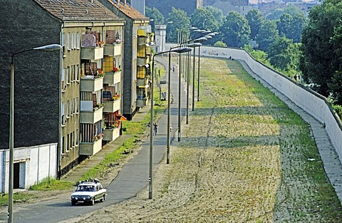 Former death strip between Neukoelln and Treptow districts after the fall of the Berlin Wall, Berlin, Germany, Europe
