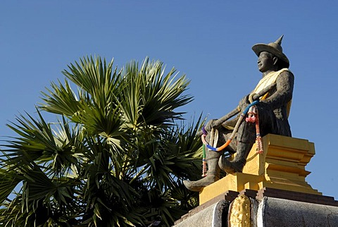 Statue of King Setthathirat, ruler from 1548-1571, at Pha That Luang, Great Stupa, Vientiane, Laos, Asia
