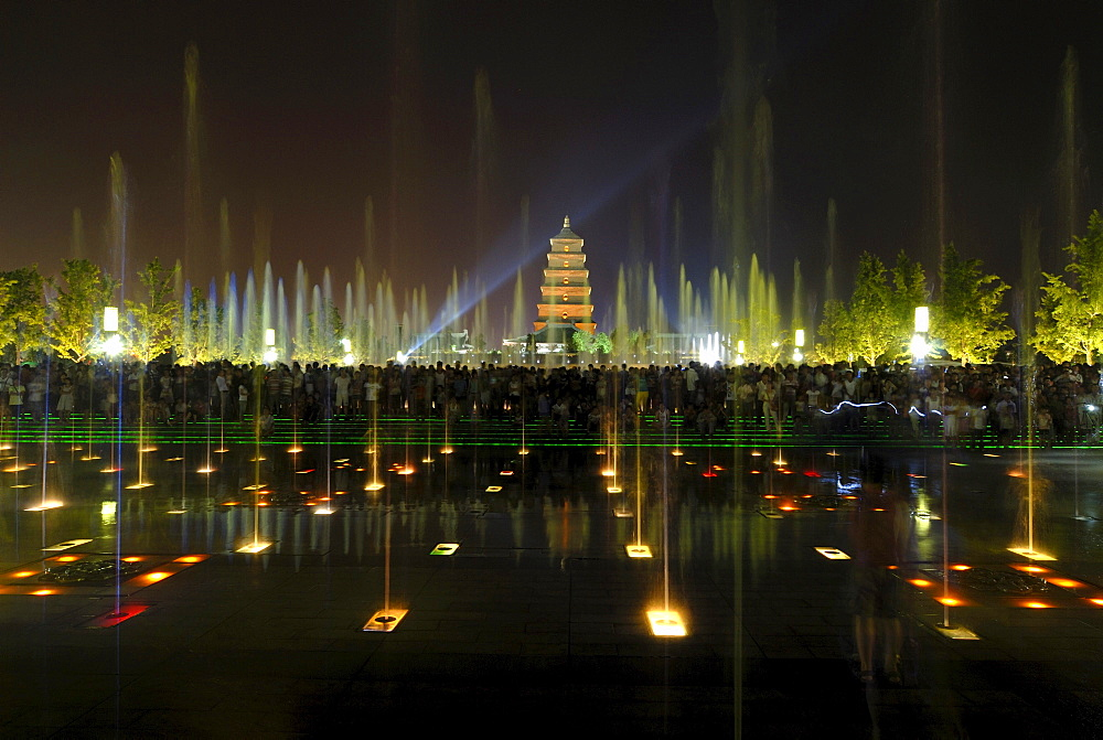 Evening water show in front of the Giant Wild Goose Pagoda, chin Dayan Ta, Xian, China, Asia