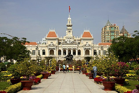 Ho Chi Minh statue in front of the town hall, from the colonial era in Ho Chi Minh City, Saigon, Vietnam, Asia