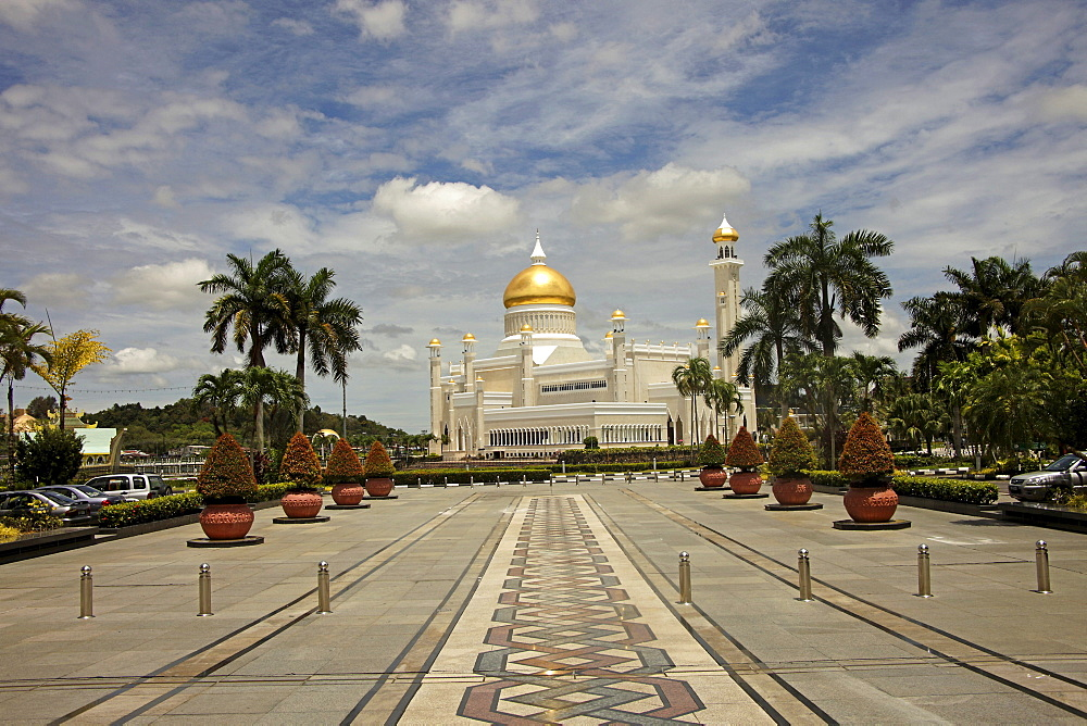 Royal Mosque of Sultan Omar Ali Saifuddin in the capital city, Bandar Seri Begawan, Brunei, Asia