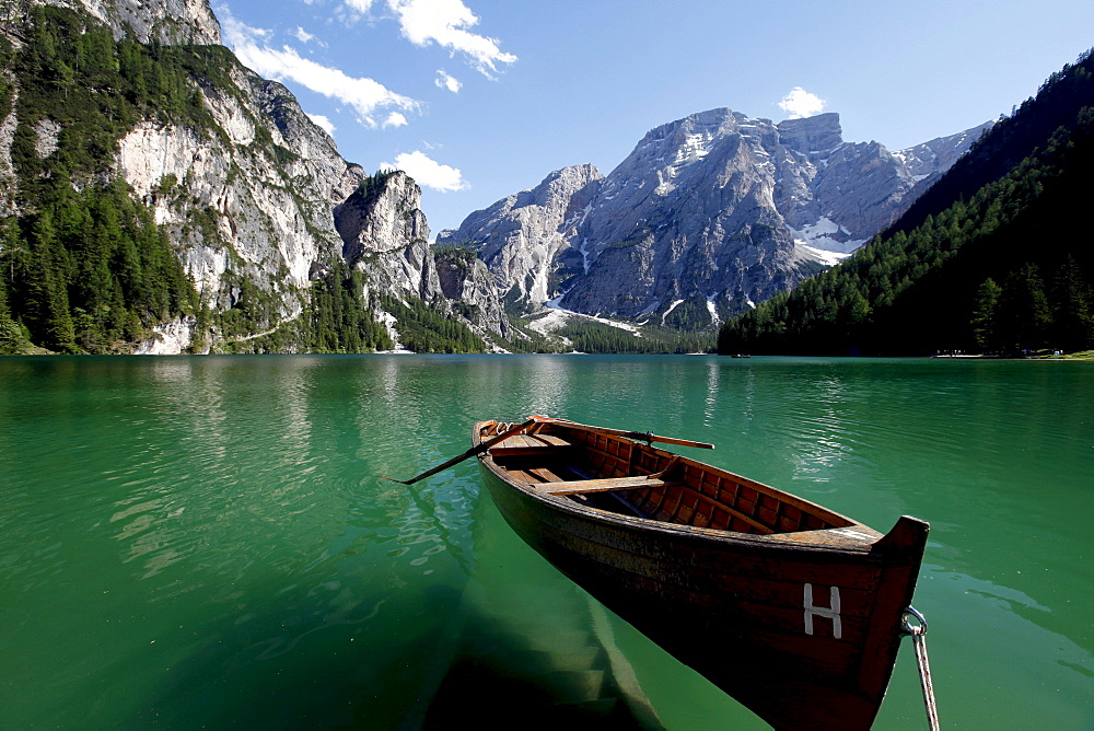 Boat, Lago di Braies, Dolomites, Alto Adige, Italy, Europe