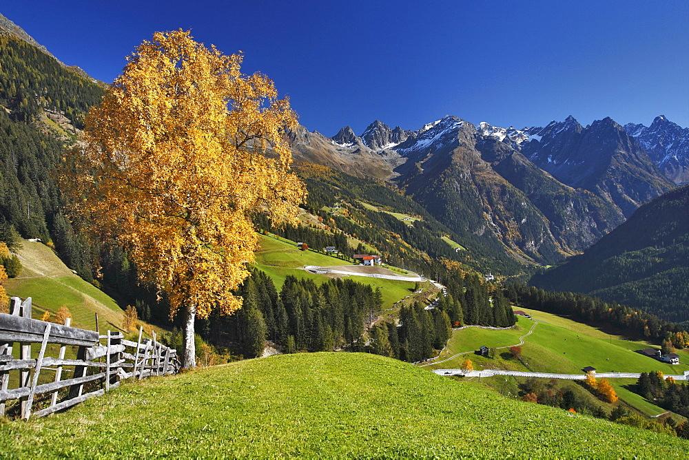 Mt. Kaunerberg, view from Schnadigen, Kaunertal valley in autumn, Kaunergrat mountain ridge, Oetztal Alps, Tyrol, Austria, Europe