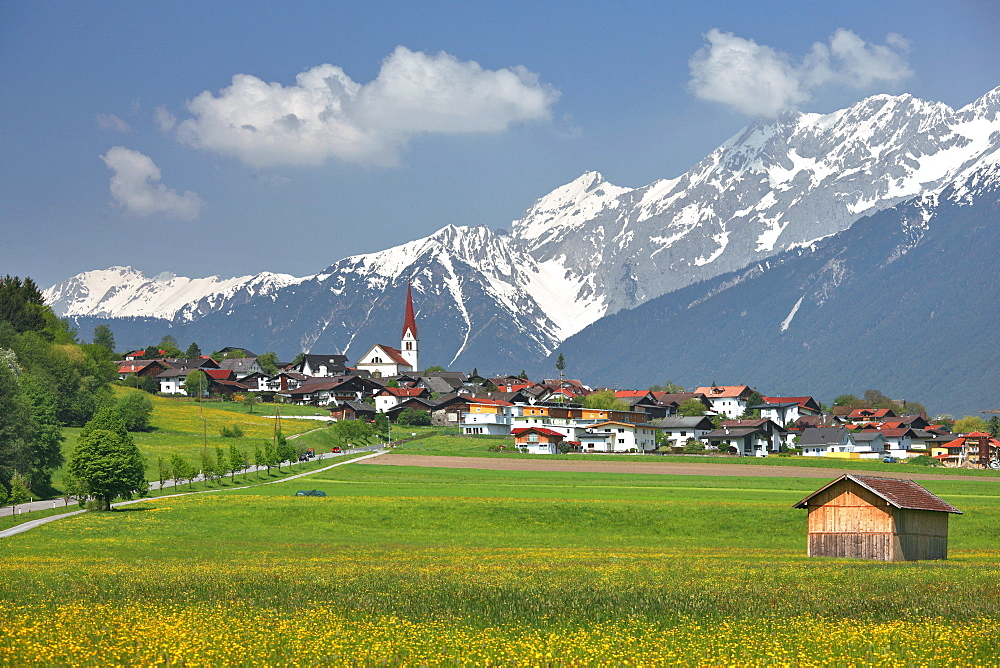 Flaurling, on the right Hohe Munde mountain, Mieminger mountain chain, district Innsbruck Land, Tyrol, Austria, Europe