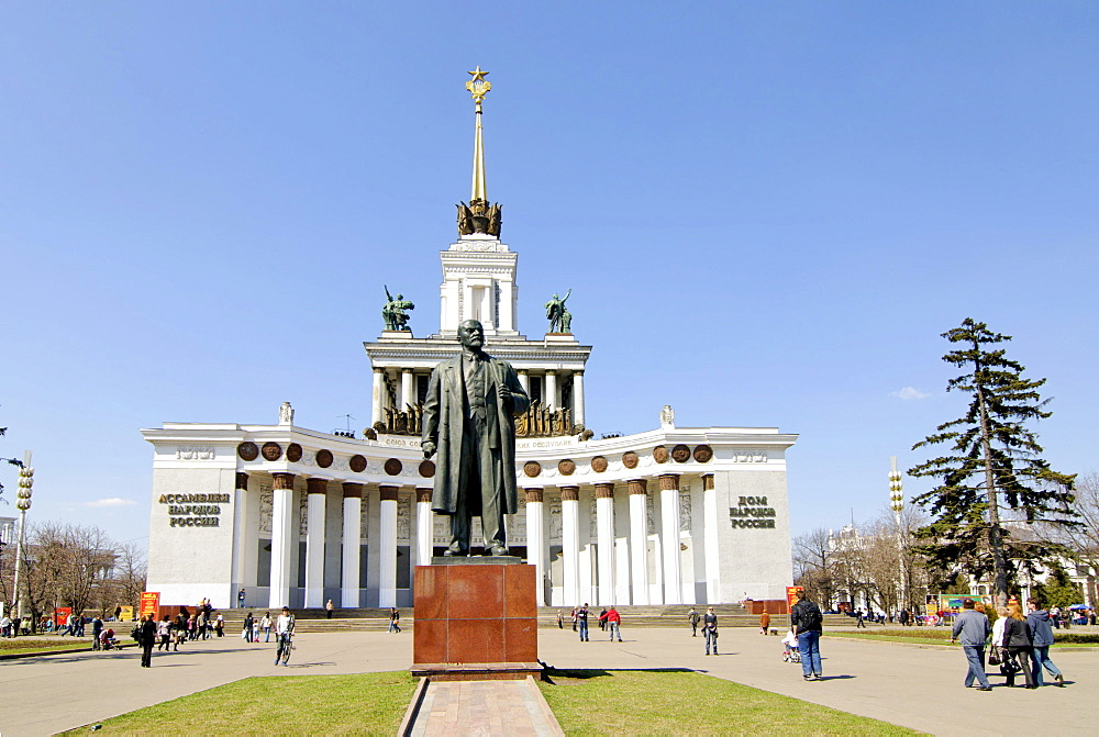 Statue of Lenin in front of the VVTs or VDNKh, All Russian Exhibition Centre, central pavilion, Moscow, Russia