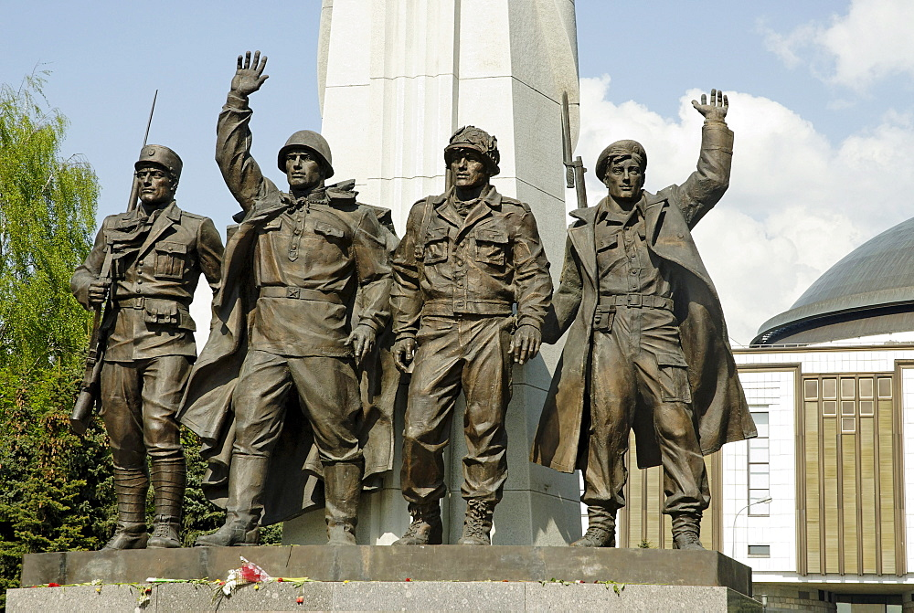 Figures of soldiers, monument to the participants of the Antihitlerite coalition, Poklonnaya Hill, Moscow, Russia