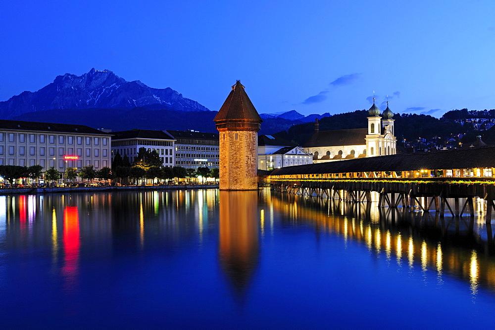 Chapel Bridge over Reuss River in Lucerne, Pilatus Mountain at back, Canton of Lucerne, Switzerland, Europe