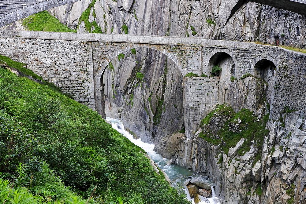Historic Devilís Bridge crossing Schoellenen Gorge with Reuss River, canton of Uri, Switzerland, Europe
