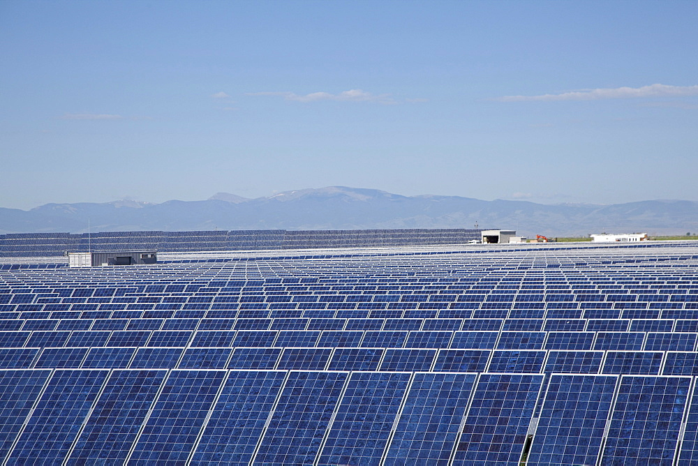 Photovoltaic solar collectors at the largest photovoltaic power plant in the US, operated by SunEdison, generates 8.22 megawatts, San Luis Valley, Alamosa, Colorado, USA