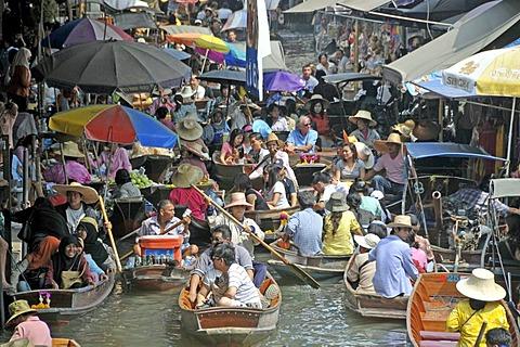 Floating Market in Damnoen Saduak, southwest of Bangkok, Thailand, Asia - 832-241231