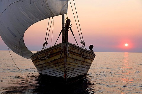 Dhow, african sailing boat before sunset, Pumulani Lodge, Lake Malawi, Malawi, South East Africa